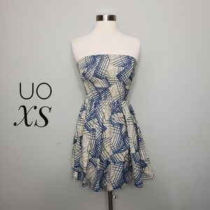 URBAN OUTFITTERS patterned strapless smocked dress
